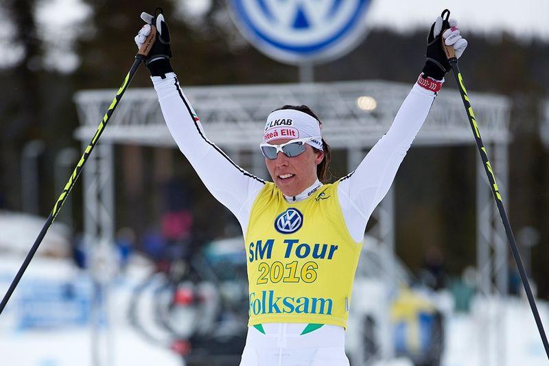 Charlotte Kalla jublar med 22:a SM-guldet i hamn. FOTO: Michael Renström, Imega Promotion.