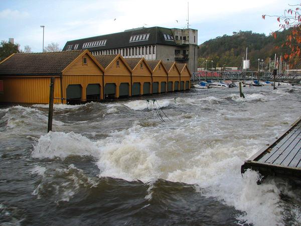 Flom utenfor Lundeåne bo- og servicesenter