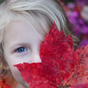 Barn med blad