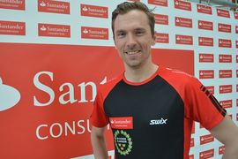 Johan Olsson har ett ben kvar i Team Santander trots att han är tillbaka i landslaget och satsar mot VM. FOTO: Johan Trygg/Längd.se.