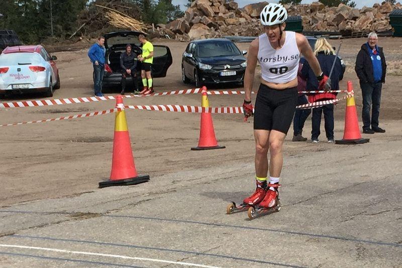 Åsarnas Marcus Ruus korsar mållinjen som etta uppe på Hovfjället. FOTO: Peter Magnusson.