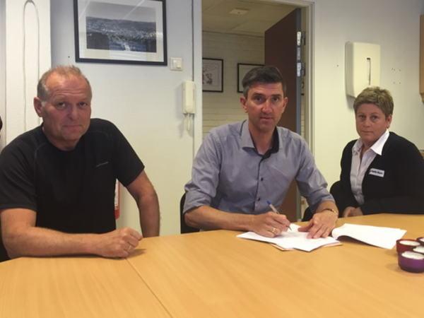 Signering avtale Røde Kors