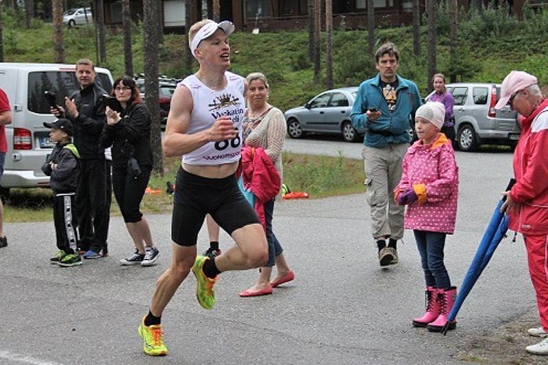 Iivo Niskanen visade mycket fin löpform under Vuokatin Aateli Race. FOTO: kestävyysurheilu.fi.