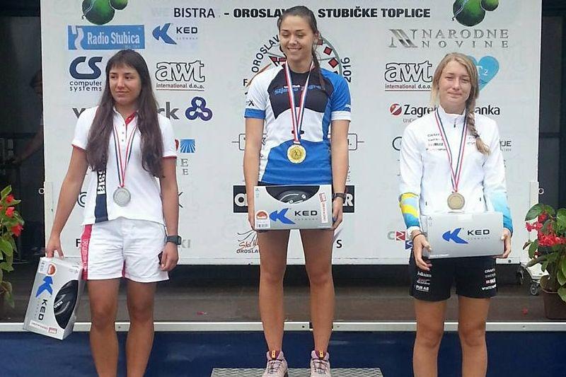 Emma Larsson, längst till höger, tog en tredjeplats på rullskidvärldscupens sprint i Kroatien. FOTO: Svenska Skidförbundet.