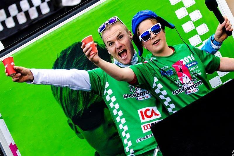 Robin Bryntesson och en av deltagarna på Sockertoppen i Idre som slagit deltagarrekord. FOTO: Sockertoppen.