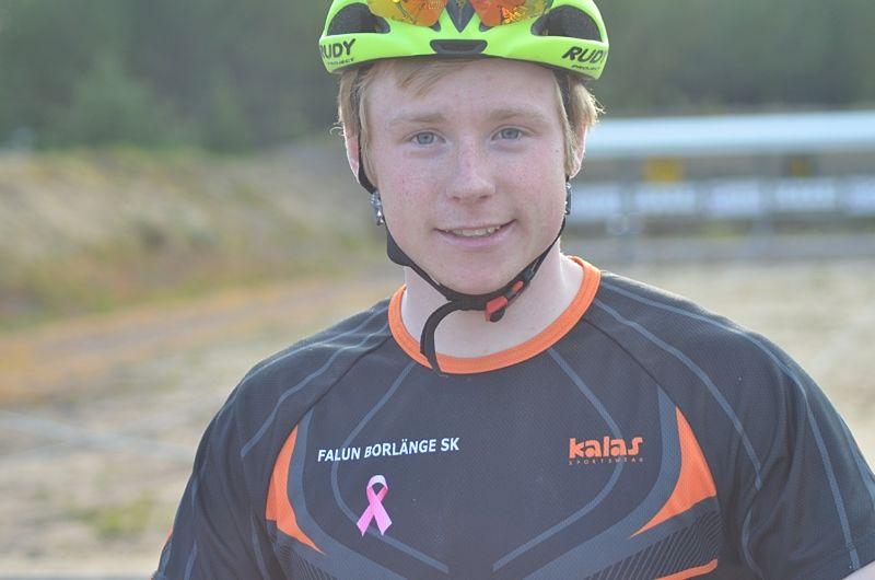 Hugo Jacobsson vann en tät spurtstrid i H 17-20 vid rullskid-SM på Gotland. FOTO: Johan Trygg/Längd.se.