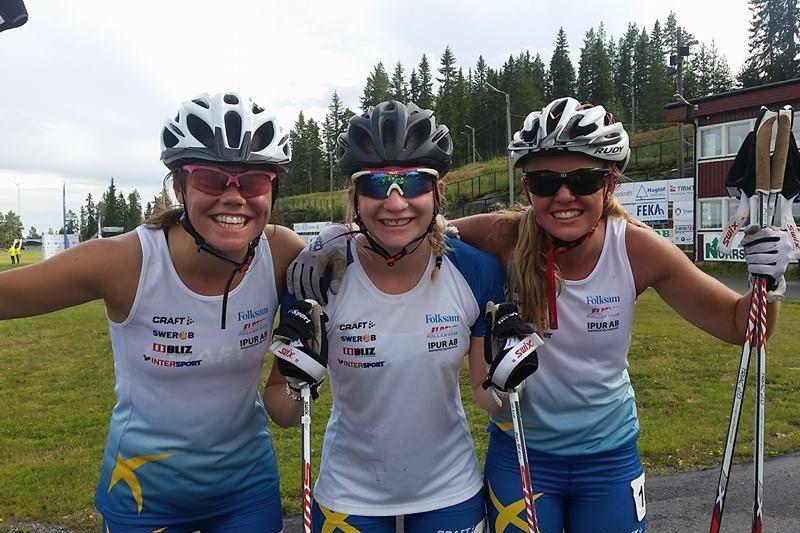 Jenny Solin tvåa, Moa Olsson etta och Malin Börjesjö trea, tog en svensk trippel i damjuniorklassen vid för-VM på rullskidor i Sollefteå. FOTO: Svenska Skidförbundet.