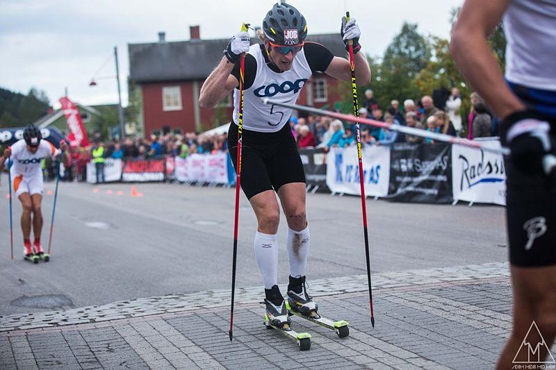 Emil Johansson på väg mot en fjärdeplats Trysils rullskidsprint. FOTO: Adam Johansson, Adamedmera.
