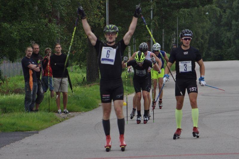 Tobias Westman spurtade hem Höstrullen före i tur och ordning Marcus Johansson, Mattias Bryntesson, Axel Bergsten och Fredrik Ousbäck. FOTO: Hestra IF.