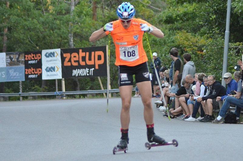Linn Sömskar ångar på mot seger i Sting Hill Race. FOTO: Johan Trygg/Längd.se.