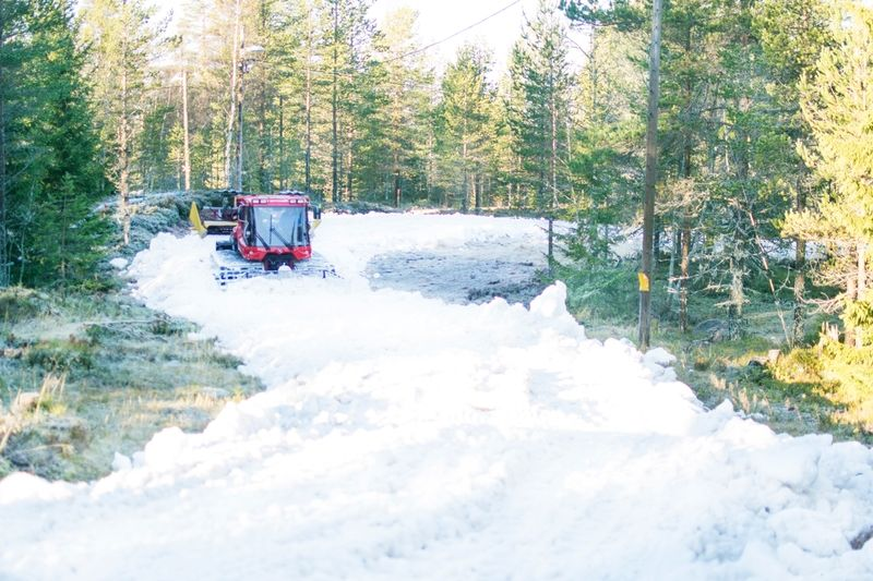 Snöläggning 2015 i Grönklitt. Snart är det dags igen. Från 3 november kommer det finnas skidspår på anläggningen. FOTO: Orsa Grönklitt.