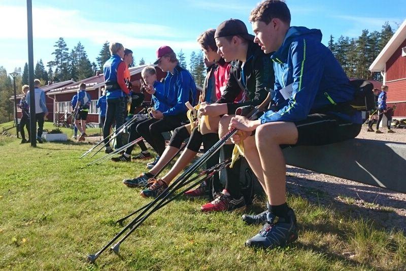 Över 40 ungdomar från hela Mellansverige och Norge har i helgen besökt Torsby för att få veta mer om hur det är att gå på ett skidgymnasium. Här pustar de ut efter skidgångsintervaller. FOTO: Linda Bengtsson.