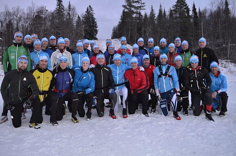 Glatt gäng deltagare på Optima Ski:s läger i Vålådalen i december 2015. FOTO: Johan Trygg/Längd.se.