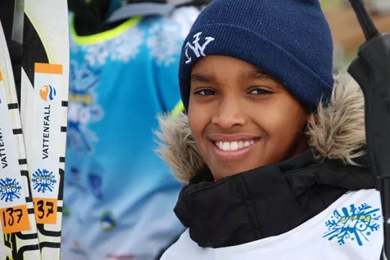 Alla på snö spridersnöglädje till fjärdeklassare i Stockholm. FOTO: Lotte Jernberg/SSF.