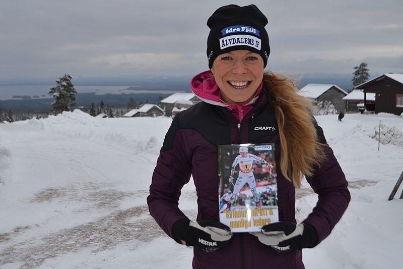 Maria Rydqvist laddar för VM i Lahtis men har samtidgt skrivit en boken: Kvinnor, idrott och manliga ledare. FOTO: Johan Trygg/Längd.se.