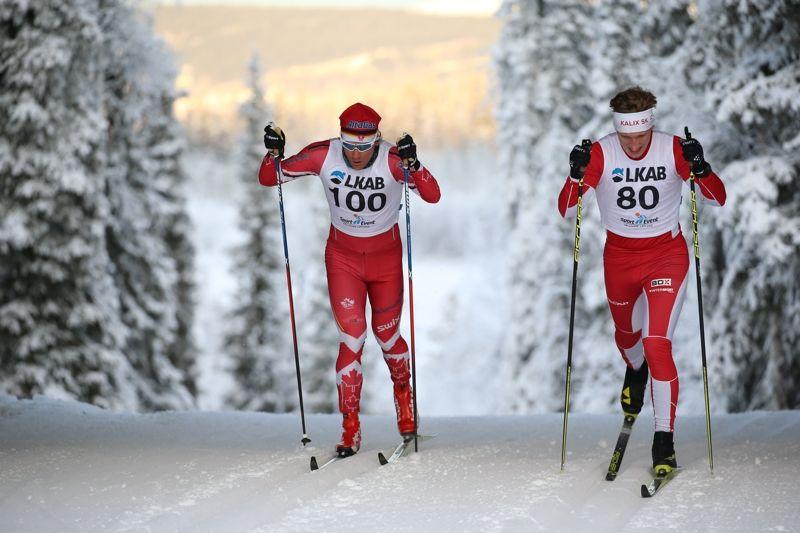 Herrvinnarna i Gällivarepremiärens distanslopp Devon Kershaw och Simon Stenberg fångade i samma bild. FOTO: Yngve Johansson, Imega Promotion.