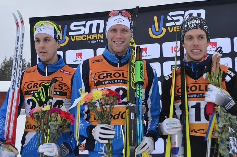Herrpallen på SM 15 kilometer skejt vid SM i Piteå i vintras, trean Anton Lindblad, ettan Daniel Richardsson och tvåan Marcus Hellner. I vinter är det dags för SM i Söderhamn. FOTO: Johan Trygg/Längd.se.