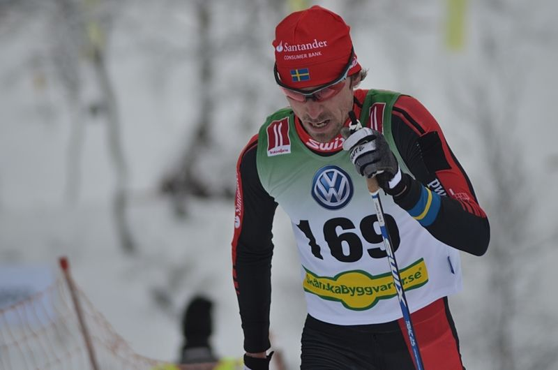 Johan Olsson på väg mot segern i Bruksvallsloppets 15 kilometer i klassisk stil. FOTO: Johan Trygg/Längd.se.