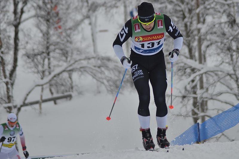 Fredrik Byström på väg mot en imponerande femteplats i Bruksvallarnas 15 kilometer klassisk stil - men enbart stakning. FOTO: Johan Trygg/Längd.se.