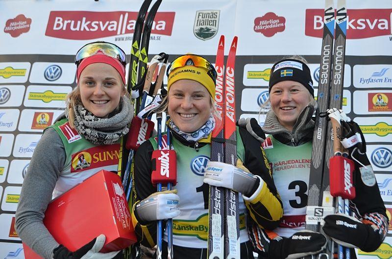 Dampallen efter sprinten i Bruksvallarna. Maja Dahlqvist, tvåa, Hanna Falk, etta och Stina Nilsson, tvåa. FOTO: Johan Trygg/Längd.se.