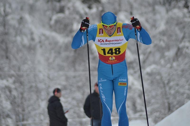 Adam Persson vann juniorsprinten i Idre. Här är Hallbyåkaren vid premiären i Bruksvallarna förra helgen. FOTO: Johan Trygg/Längd.se.