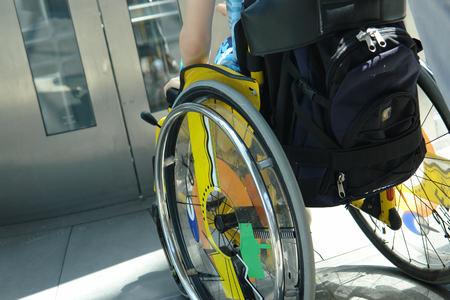 Bilde av person i rullestol