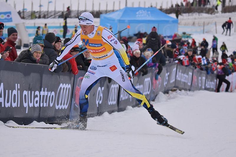 Calle Halfvarsson är i storform och går ut 28,1 sekunder före Sergey Ustiugov på söndagens jaktstart. FOTO: Rolf Zetterberg.