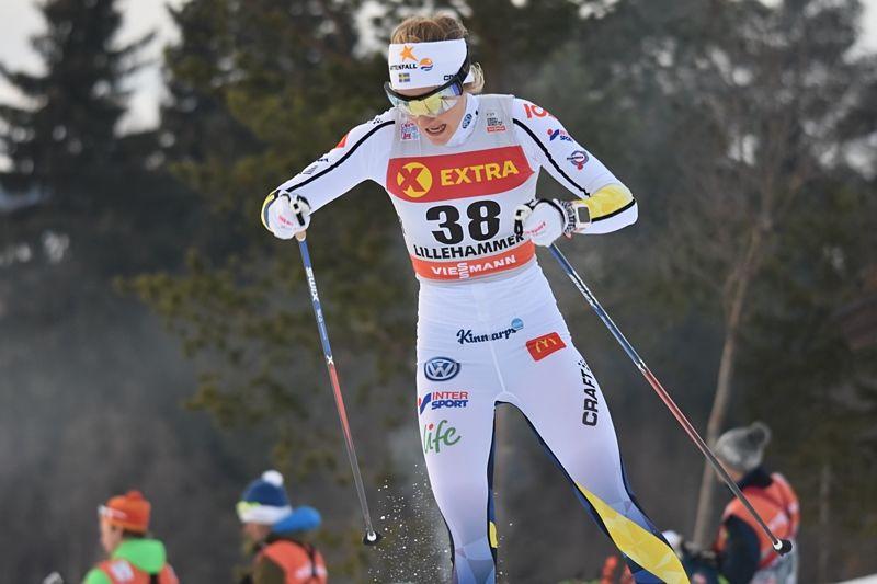 Stina Nilsson åkte starkt på jaktstarten i Lillehammer och avancerade från 27:e till femte plats. FOTO: Rolf Zetterberg.