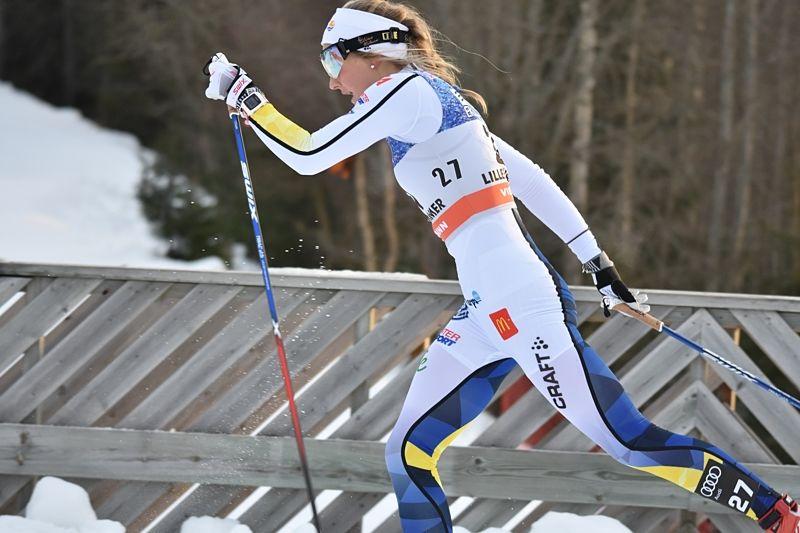 Stina Nilsson flög fram i jaktstarten i Lillehammer och avancerade från 27:e till femte plats. FOTO: Rolf Zetterberg.
