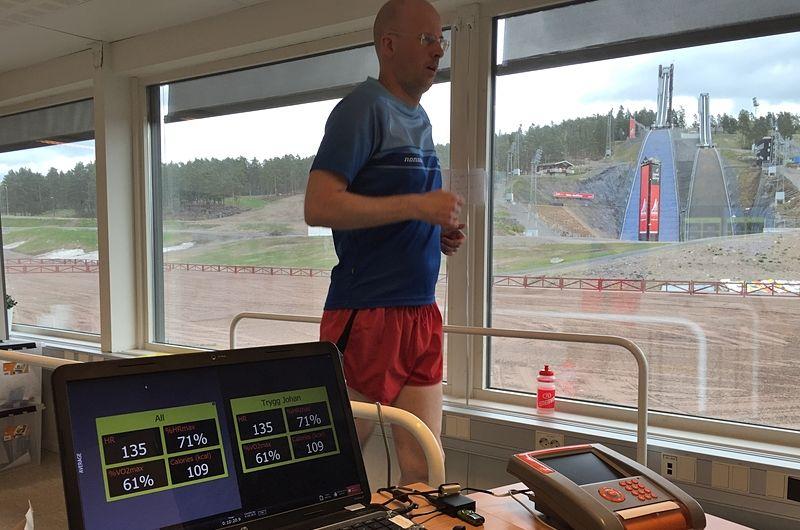 Här gör Längd.se:s redaktör Johan Trygg ett tröskeltest hos Tynell Activity i Falun. Ett tröskeltestet skapar träningsverktyg för din uthållighetsträning. FOTO: Tynell Activity.