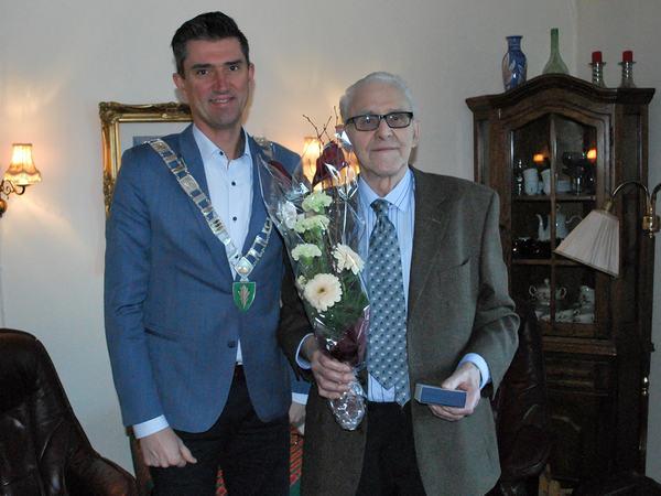 Medalje til Arthur Arnesen