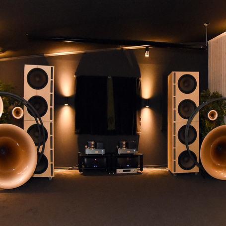 alex04_speakers_small