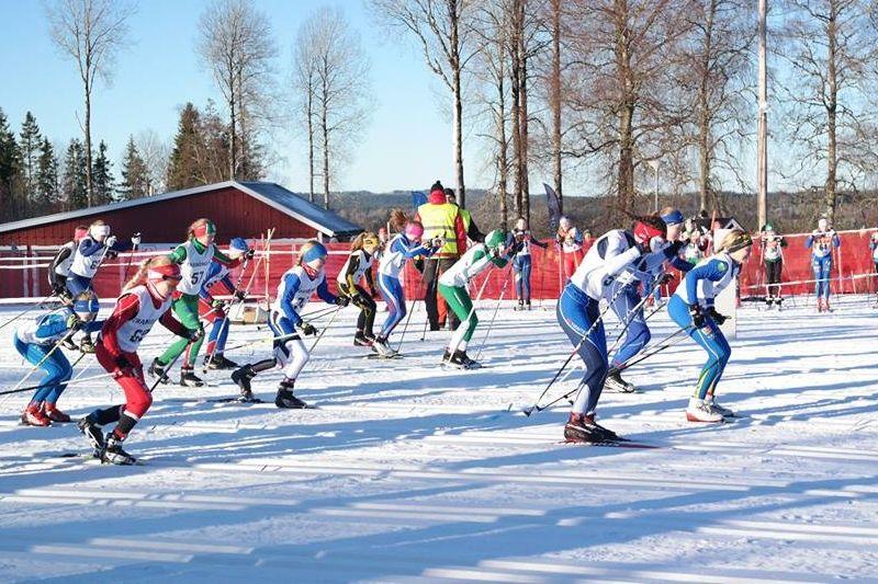 Det var full fart i skidspåren när Götalandsmästerskapen avgjordes i Tranemo i helgen. FOTO: Julia Tinghall.