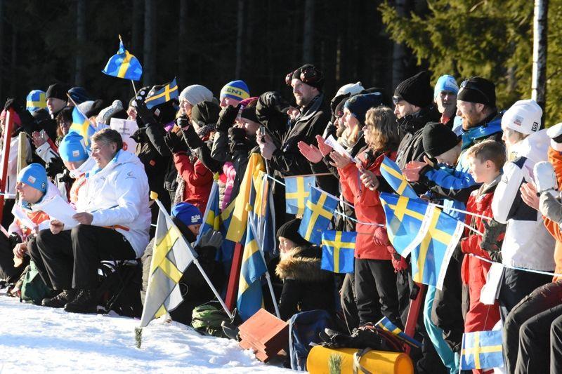 Sveriges och världens bästa skidpublik finns i Ulricehamn. Det vet vi nu efter helgens världscuptävlingar vid Lassalyckan. FOTO: Rolf Zetterberg.
