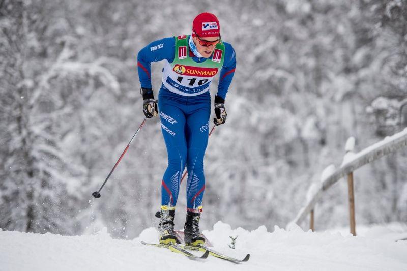 Andreas Holmberg valde att staka SM-loppet på 15 kilometer trots att det fanns stakningsfria zoner. I zonerna simulerade han diagonalåkning och drog sig fram med armarna. FOTO: Carl Sandin/Bildbyrån.