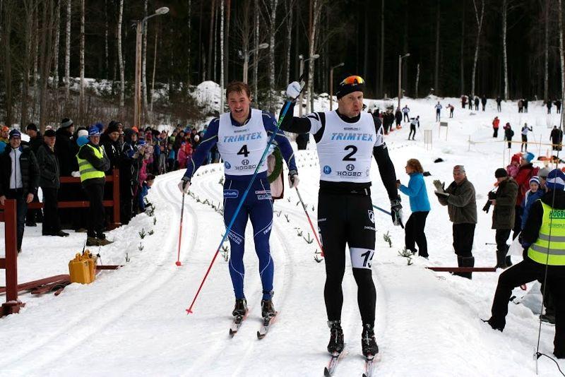Fredrik Byström spurtslår Axel Bergsten i Bessemerloppet 2016. FOTO: Adam Backlund, Högbo GIF.