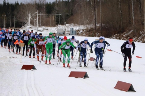 Strax efter starten på Roslagsloppet med Johan Myhr längst fram. FOTO: Roslagsloppet.