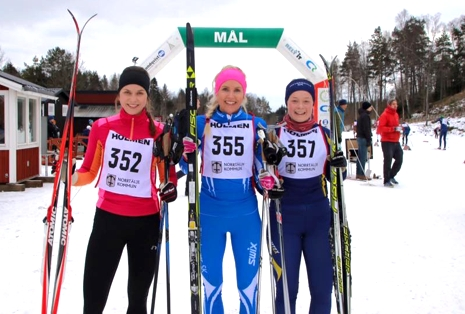 De tre snabbaste damerna på Roslagsloppet. Karin Strandh, Arlanda-Märsta SK, tvåa i mål. Ettan Caroline Wilbois, Göteborgs SK och segraren i D 17-18 Gry Kyllingstad, Häverödals SK. FOTO: Roslagsloppet.