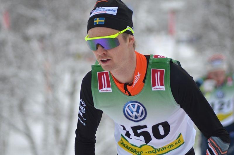Simon Andersson visade god form när han vann dagen distanslopp vid Intersport Cup i Falun. FOTO: Johan Trygg/Längd.se.