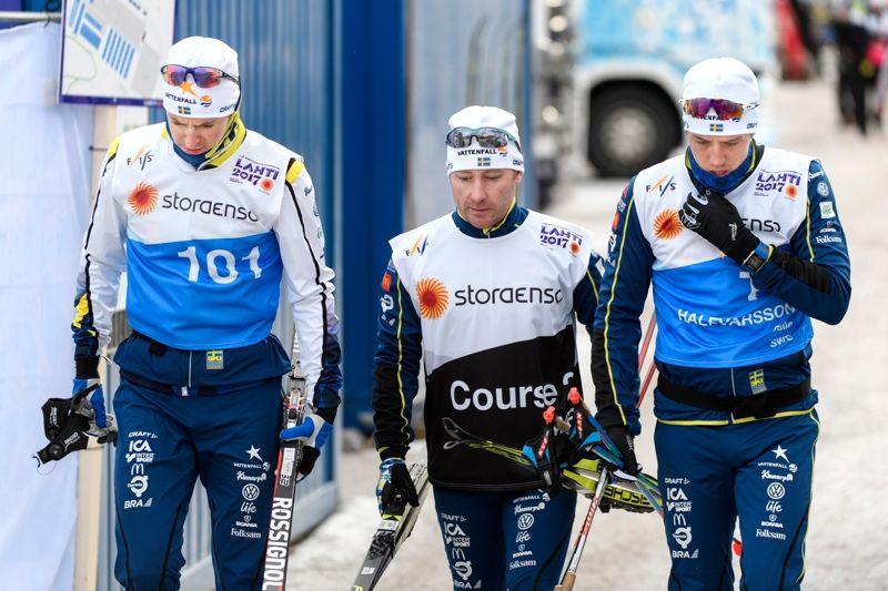 Teodor Peterson, vallaren Rikard Andreasson och Calle Halfvarsson med fullt fokus dagen innan VM-sprinten i Lahtis. FOTO: Carl Sandin/Bildbyrån.