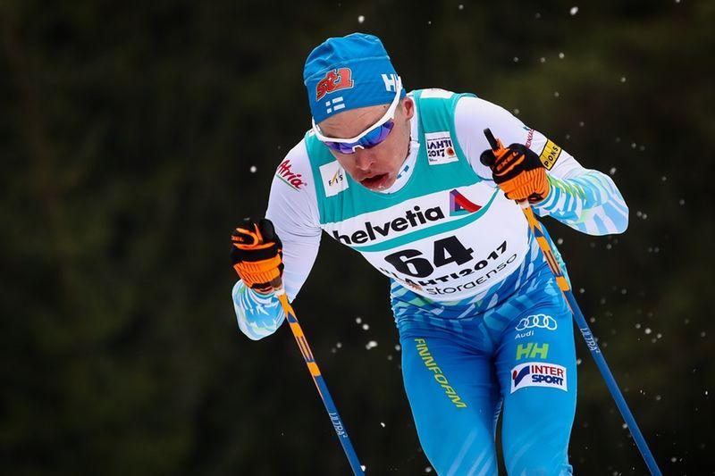 Iivo Niskanen slog knock på konkurrenterna när han gasade på för fullt efter 2 kilometer. FOTO: GEPA pictures/Christopher Kelemen © Bildbyrån.