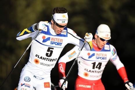 Marcus Hellner och norrmannen Anders Glöersen under VM-femmilen. FOTO: Carl Sandin/Bildbyrån.