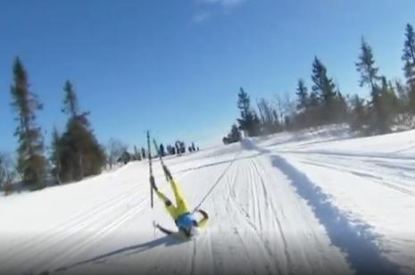 Här går Sundby i backen rejält. FOTO: Från SVT:s sändning.