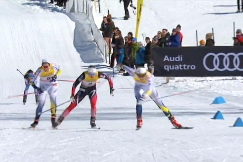 Här rycker Stina Nilsson förbi Ingvild Flugstad Östberg. Strax efter passerade även Ida Ingemarsdotter norskan. Svenskduon avslutade starkt till tredje och fjärde plats. FOTO: Från SVT:s sändning.