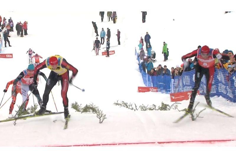 Anders Aukland tar seger i Årefjällsloppet precis före Tord Asle Gjerdalen. Där bakom avslutar Oskar Kardin starkt och grejar tredjeplatsen. FOTO: Från SVT:s sändning.