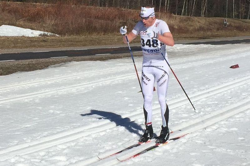 Oskar Svärd på väg mot ett av tre veteran-SM-guld i helgen. FOTO: Fredrik Larsson.