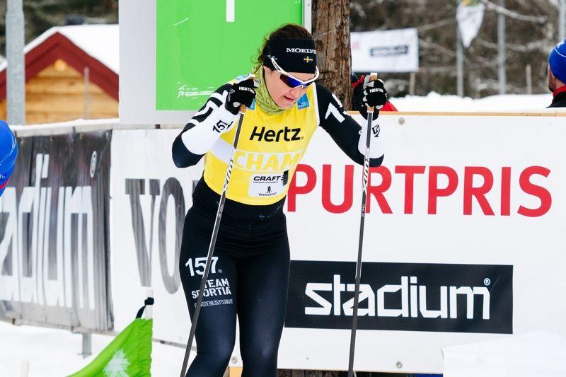Britta Johansson Norgren leder Visma Ski Classics klart när två deltävlingar återstår. Här är Britta på väg mot segern i Vasaloppet. FOTO: Magnus Östh.