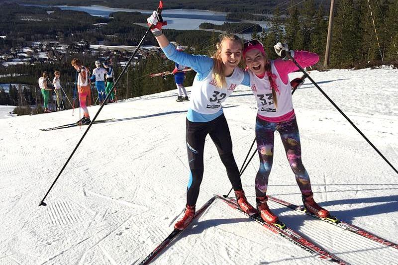 Högbos Louise Lindström vann Mora skidgymnasiums traditionsenligaPåsktour närmast före Älvdalens Katrin Sjöden.