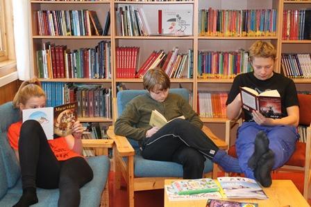 Lesestund ved Leirfjorden skole