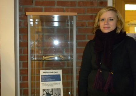 Ida Beate Otterlei med månedens gjenstand